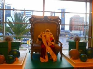 Papá Noel disfrazado de Papá Noel en el Quicentro Shopping.