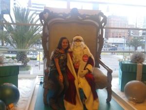 Parece que una chica como la de la foto fue la espía que amó a Papá Noel y lo llevó a la perdición.