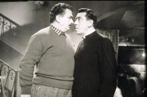 """Peppone reacciona indignado porque don Camillo se atrevió a afirmar que los monstruos verdes se dicen a sí mismos """"socialistas""""."""