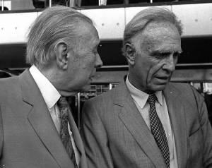 Borges y Bioy, casuales, burlándose de Hemingway.